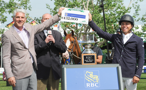 Kent Farrington accepts the winning check from Jeff Boyd, Regional President, AB and the Territories.